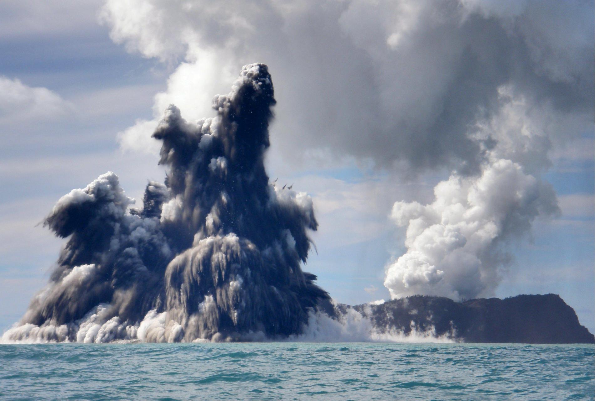Erupción submarina